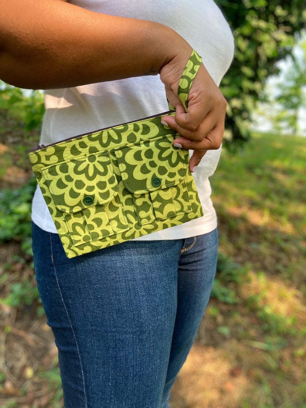 floral-green-wristlet-purse