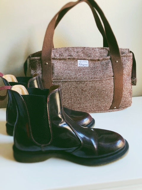 winter-fashion-trends-chelsea-boots-and-womens-tote-bag