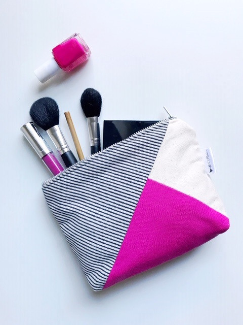 Whats in my makeup bag - pink canvas cosmetic bag