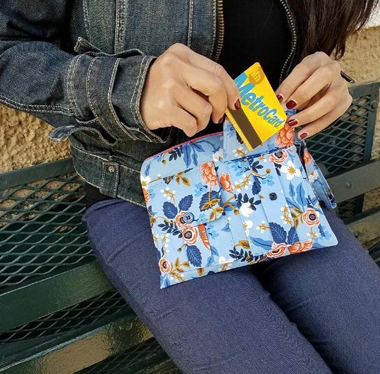 wristlet wallet purse - blue-floral-print