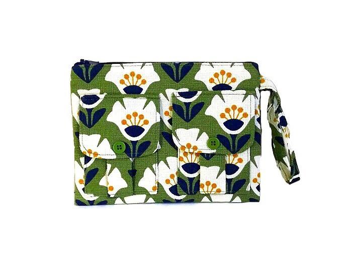 Green Wristlet - Floral Print