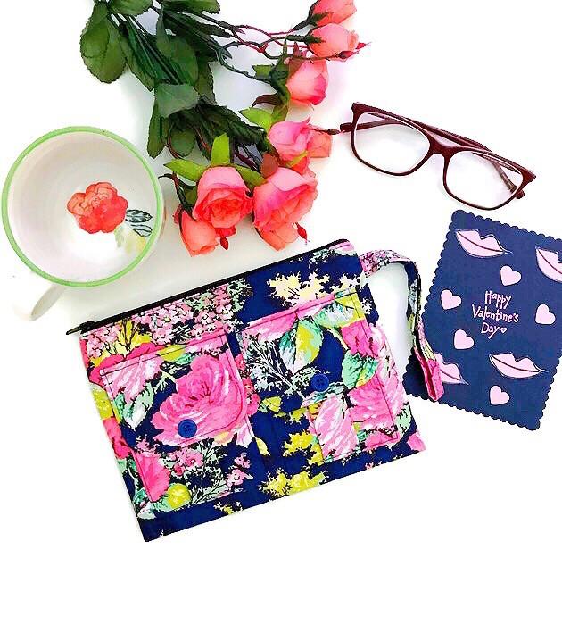 valentines gifts for her 2018 - wristlet wallets - blue floral print wristlet