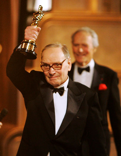 Ennio_Morricone_Receiving_Honorary_Oscar