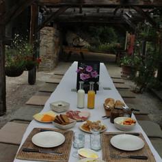 Breakfast served outside.