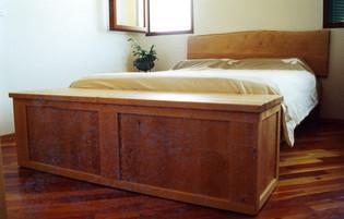 מיטה עם ארגז מצעים קדמי