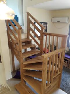 מדרגות לחצי מפלס