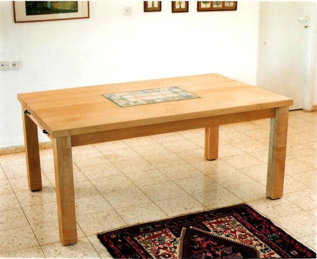 שולחן ל 8 אנשים עם 2 הארכות בשילוב משטח אריחים מצויירים