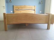 מיטה  מעץ אלון בלתי גזום