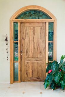 דלת כניסה לפתח קשתי