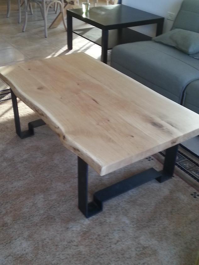 שולחן סלוני- עץ אלון בלתי גזום ורגלי ברזל