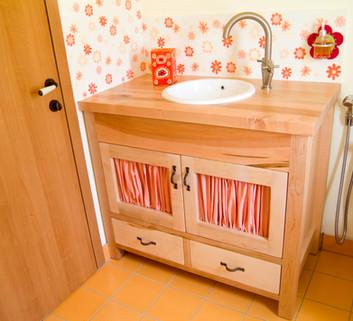ארון אמבט עם משטח עץ לכיור שקוע