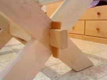 רגל X לשולחן סלוני עם טריז