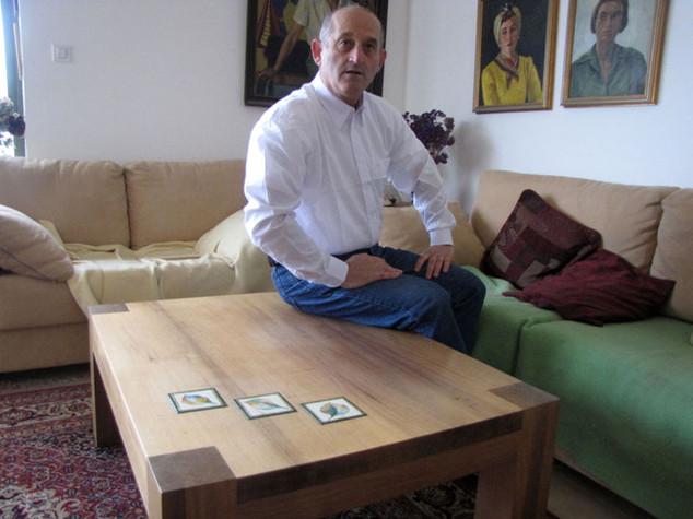 שולחן קפה של גדי אלוני- עץ מנסוניה