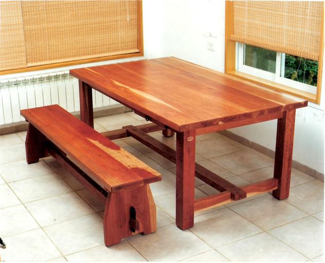שולחן ל 8 אנשים ללא פתיחה