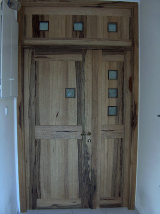 דלת כניסה- דו כנפית