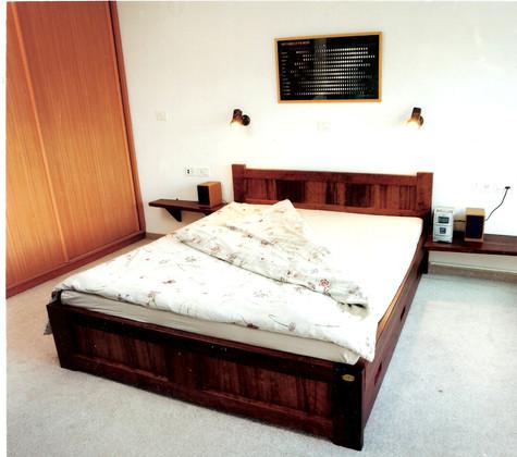 מיטה עם מגירות אכסון