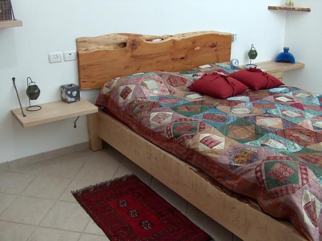 ראש מיטה מעץ YEW בלתי גזום