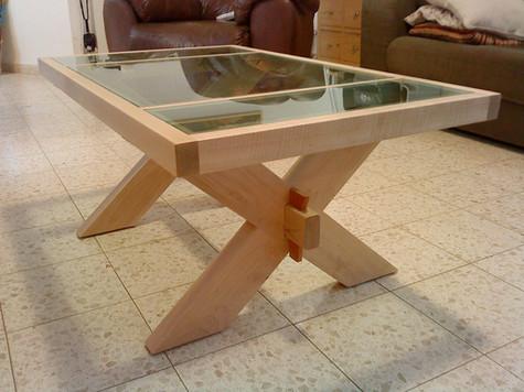 שולחן סלוני עם משטח זכוכית ירוקה