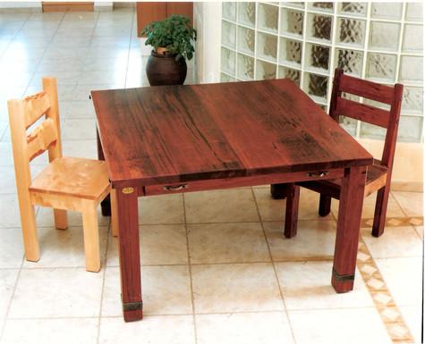 שולחן ריבועי ל 8 אנשים עם 2 הארכות