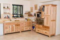 מטבח עם יחידה גבוהה לתנור רחב