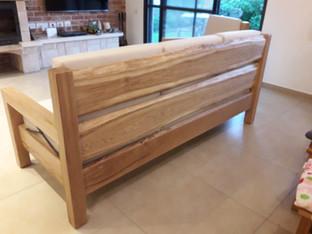 גב ספה מעץ בלתי גזום