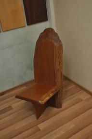 כסא מעץ טיק מתצוגה