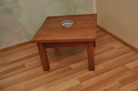 שולחן קפה מתצוגה
