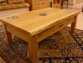 שולחן סלוני עם מגירות