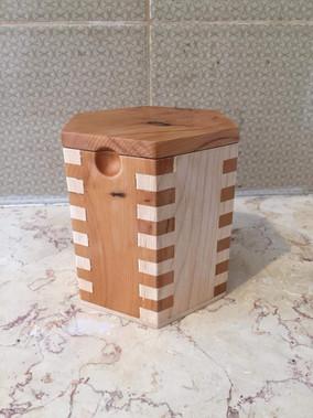 קופסת הקפה של תומר-מייפל  משולב בעץ YEW