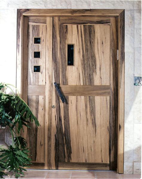 דלת כניסה דו כנפית-עץ לימבה