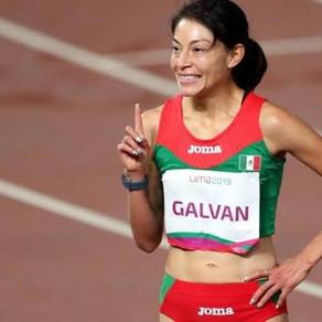 Laura Galván impone nueva marca en los 3000m indoor