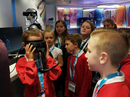 Thames View Primary Explore Future Technologies and Virtual Reality at HP