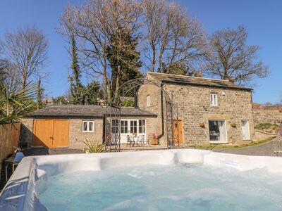 Top 10 Yorkshire cottage rentals with a hot tub
