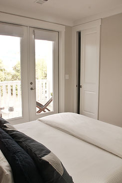 Dutch Trea 30A 2nd floor master suite