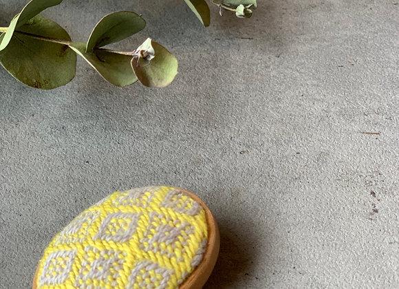 手織りブローチ01