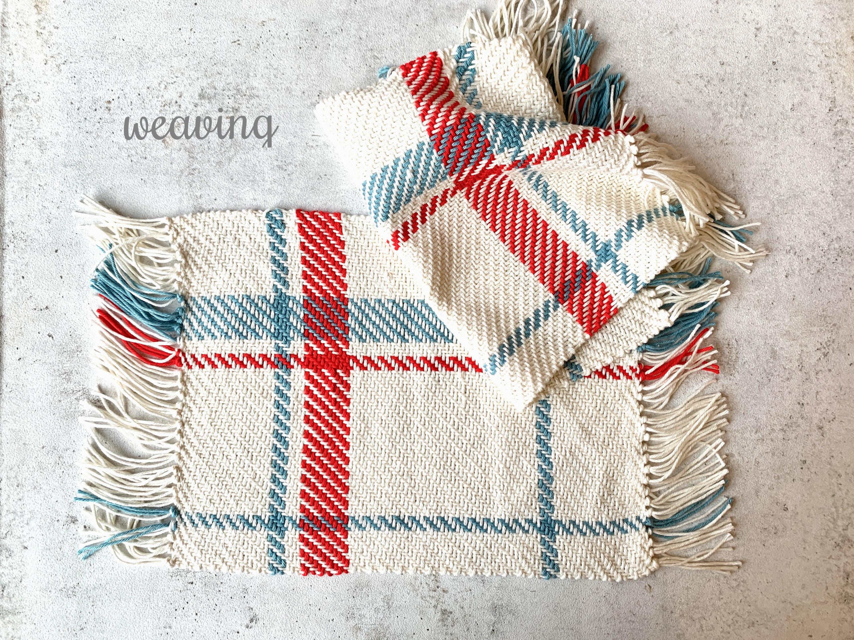 ①たて糸張りから綿糸で織るランチョンマット
