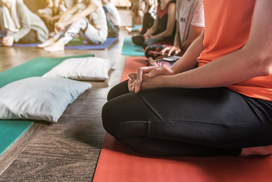 yoga-en-entreprise-AdobeStock_326715594-