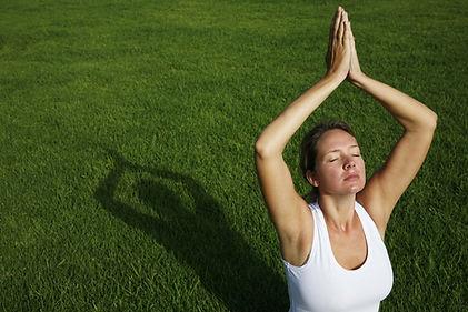 yoga-jardin-AdobeStock_3777985.jpg
