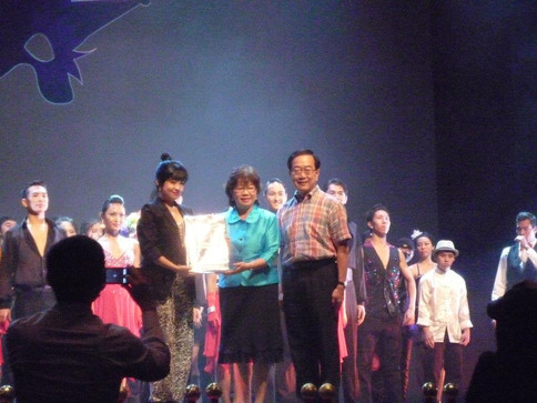 Michelle Fong with MP Denise Phua