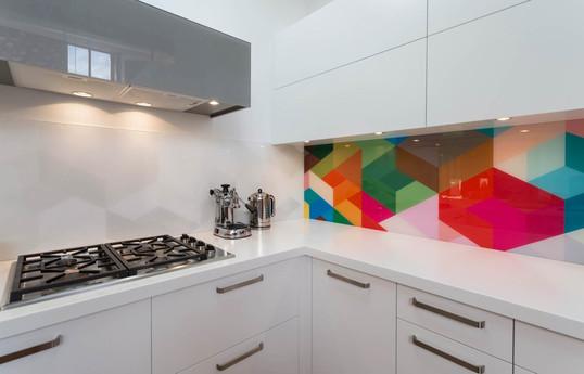 painted-glass-splashback-geometric-colou