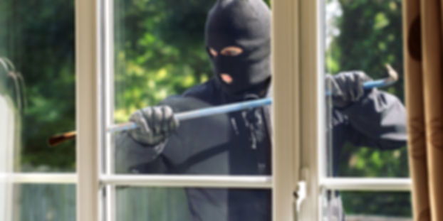 Burglar-breaking-into-a-house-960x480.jp