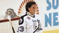 Manon Rhéaume in the net for TBL