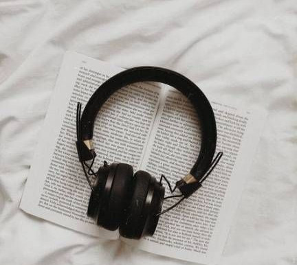 BEST PODCASTS & MUSIC TO LISTEN TO WHILE WORKING