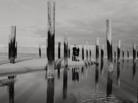 Winter zwangerschapsshoot op het strand van Petten
