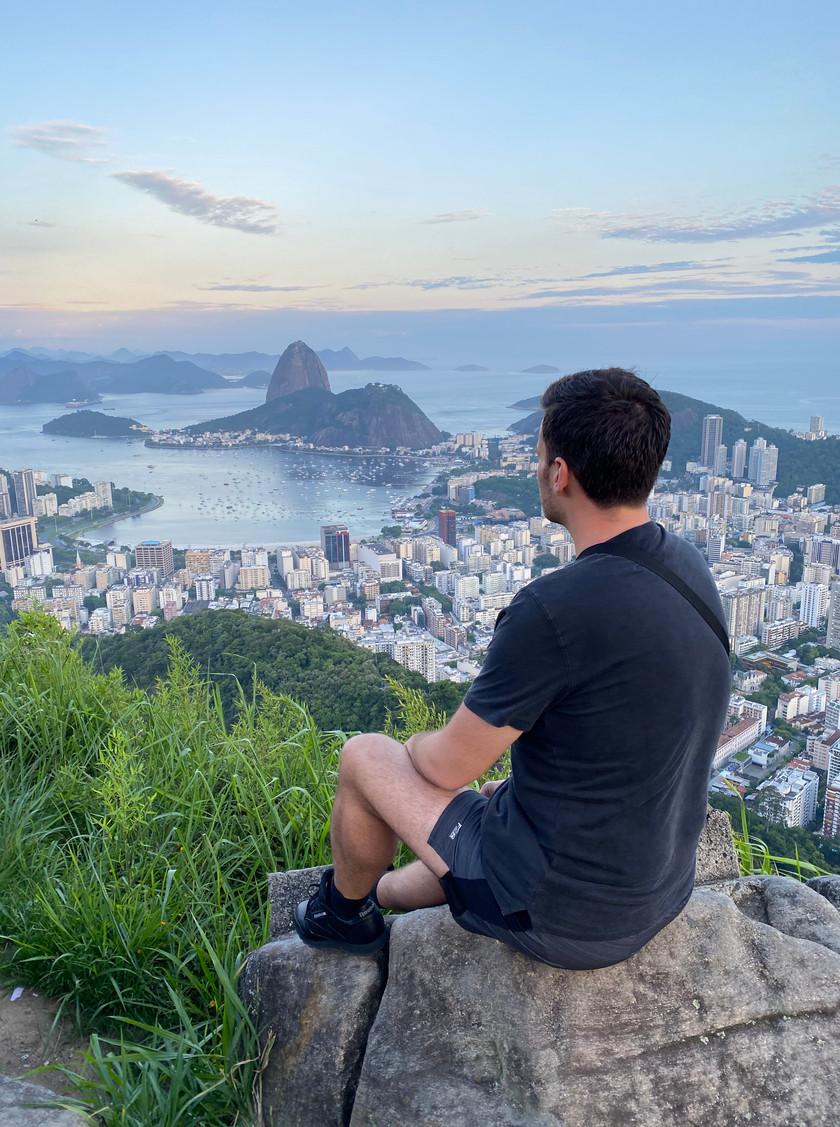 Dona Marta Lookout (or Mirante Dona Marta) is THE place to be for the best views of the Sugarloaf from a lower vantage point than from the Corcovado (and closer).