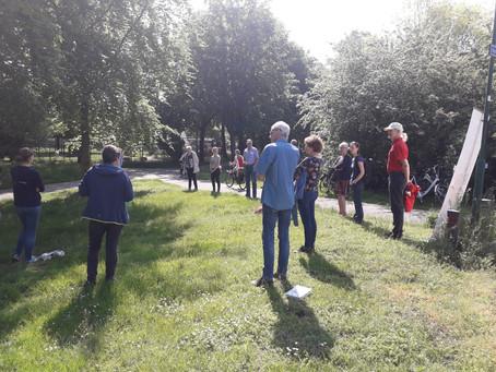 NL Doet: in gesprek met de buurt, plantjes planten en insectenhotel maken