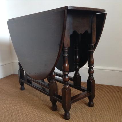 Oak gateleg table £325