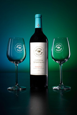Seraphine-19-2-glasses-reflection