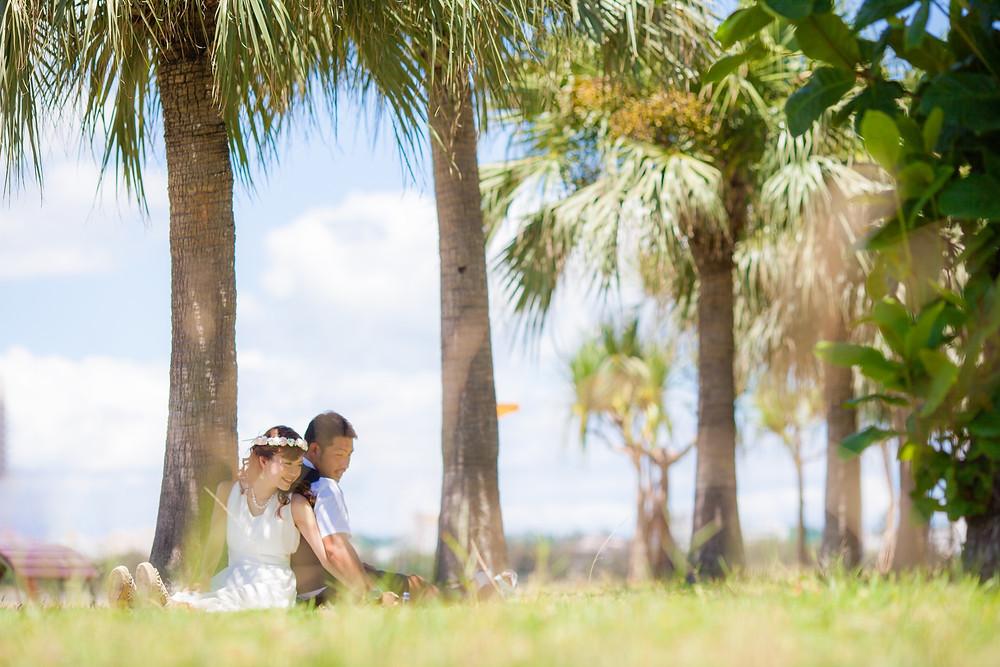 沖縄-カップルフォト-前撮り-アラハビーチ(木陰)
