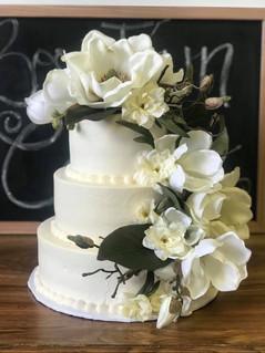 Magnolias and magic wedding cake